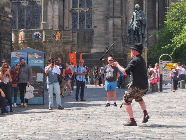 Street performer, High Street Edinburgh