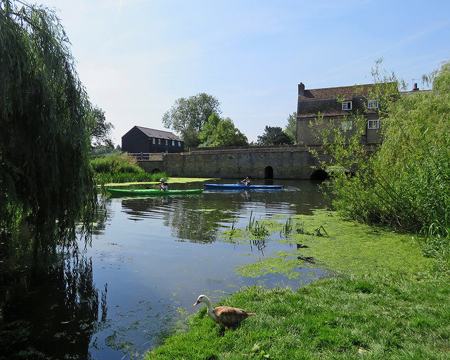 Canoeists at Grantchester Millpond