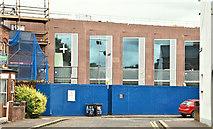 J3372 : New School of Biological Sciences, Queen's University, Belfast (July 2018) by Albert Bridge