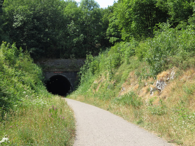 Monsal Trail: approach to eastern portal of Chee Tor No. 1 Tunnel
