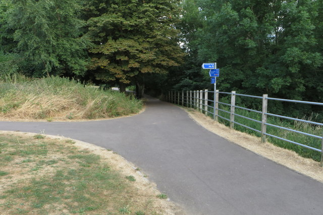 Footpath to Queens Park from the Ouse path