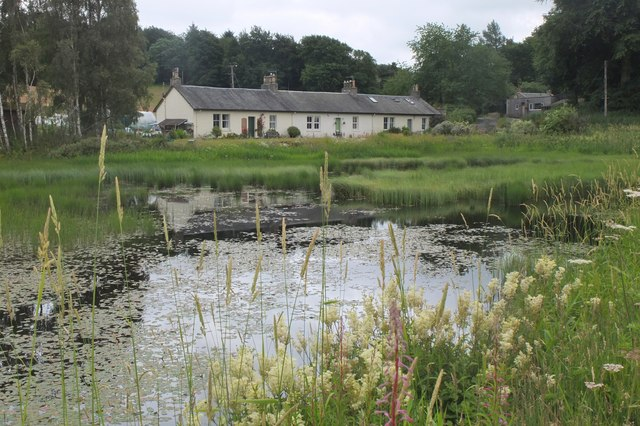 Milkhall cottages and pond