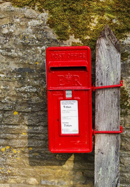 Queen Elizabeth II mounted postbox, corner of Weald Street & Clanfield Road, Bampton, Oxon