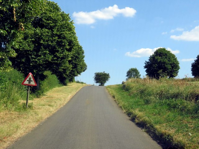 A rural road heading to Fossebridge