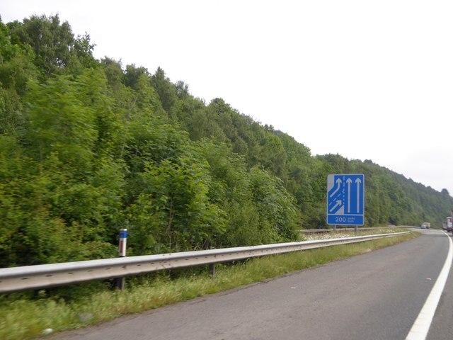 Merging lanes sign east of junction 32 of M4
