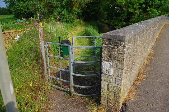 Kissing gate on public footpath by Fisher's Bridge, Bampton, Oxon