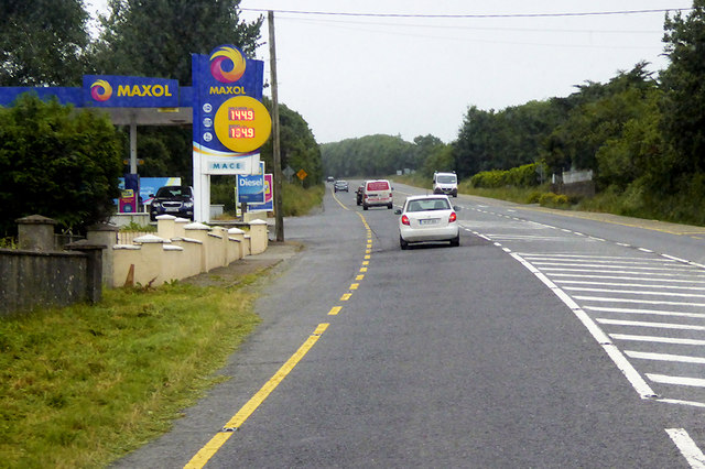 Maxol Filling Station on the Southbound N71