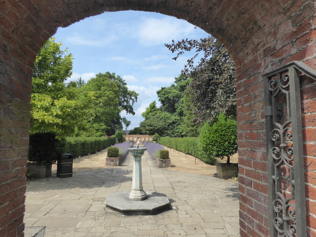 Entrance to the Garden of Remembrance, Putney Vale Cemetery