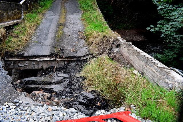 Collapsed bridge and road, Bancran / Bracky