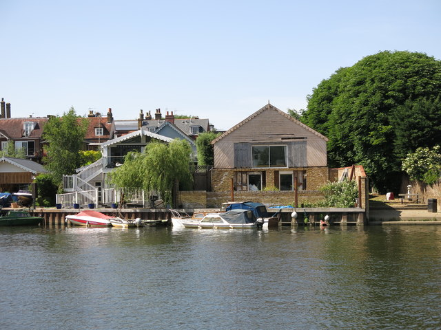 The River Thames west of Rivermead Island (2)