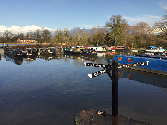 Winter moorings, Kingswood Junction, Stratford-upon-Avon Canal