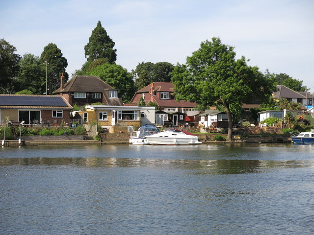 The River Thames and houses on Lower Hampton Road