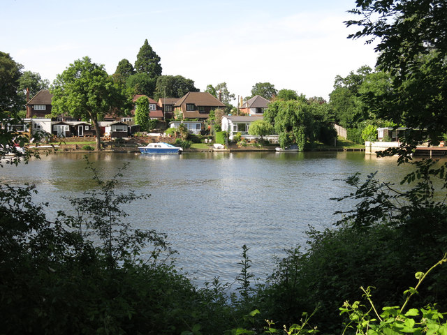 The River Thames and houses on Lower Hampton Road (2)