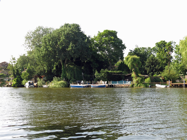 The River Thames by Grand Junction Island