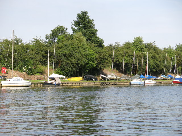 The River Thames by the western end of Sunnyside Reservoir