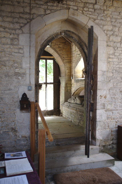 The church of St. Thomas of Canterbury: the entrance door