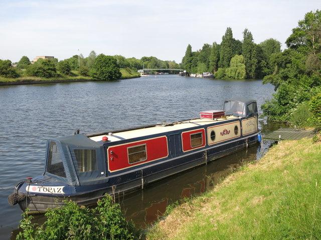 """Topaz"" - a narrow boat on the River Thames above Platt's Eyot"