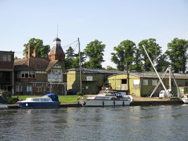 Boatyard at the eastern end of Platt's Eyot