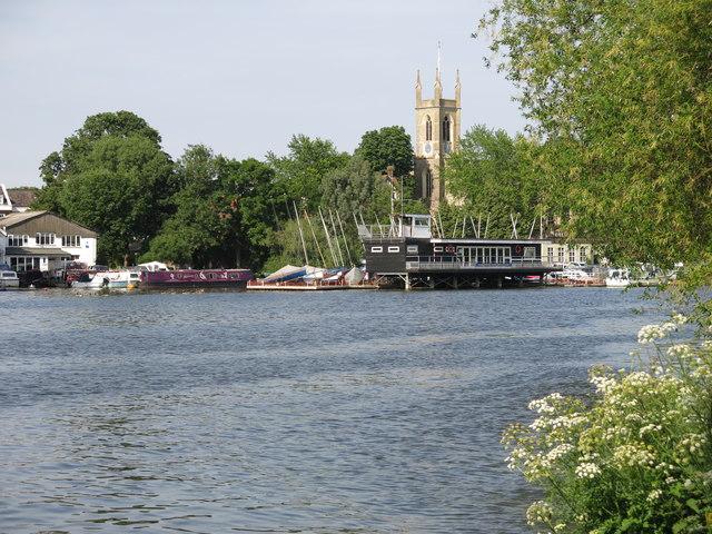 The River Thames upstream of Garrick's Eyot