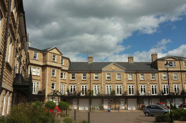 Queen's Gate, Harrogate