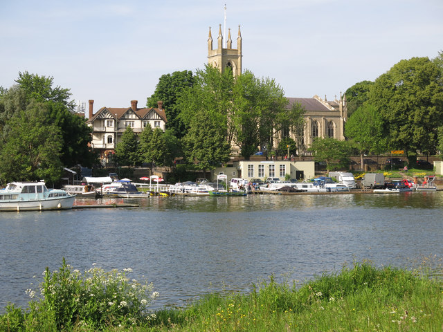 The River Thames upstream of Garrick's Eyot (2)