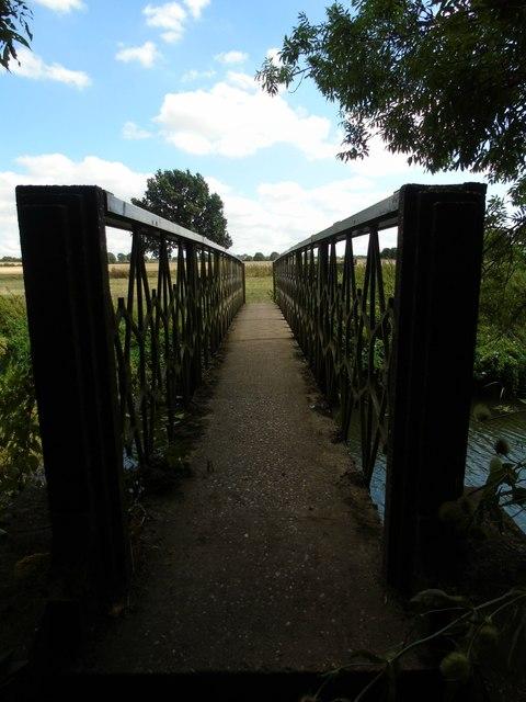 Footbridge across the Leam