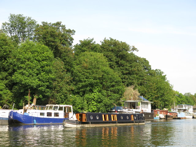 Narrowboat passing Ash Island