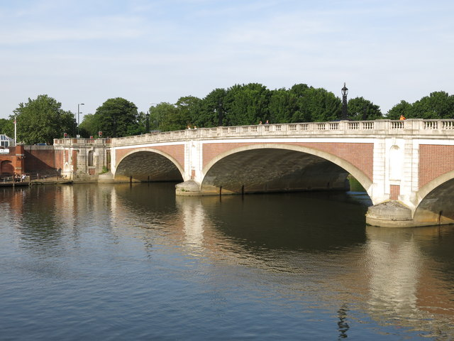 Hampton Court Bridge (2)