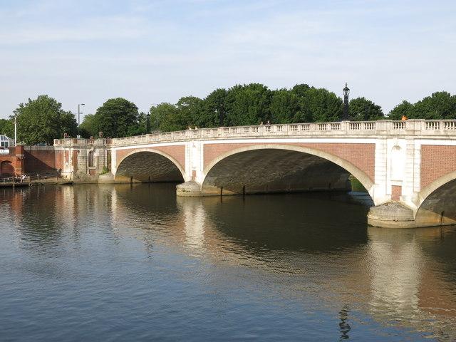 Hampton Court Bridge (2)