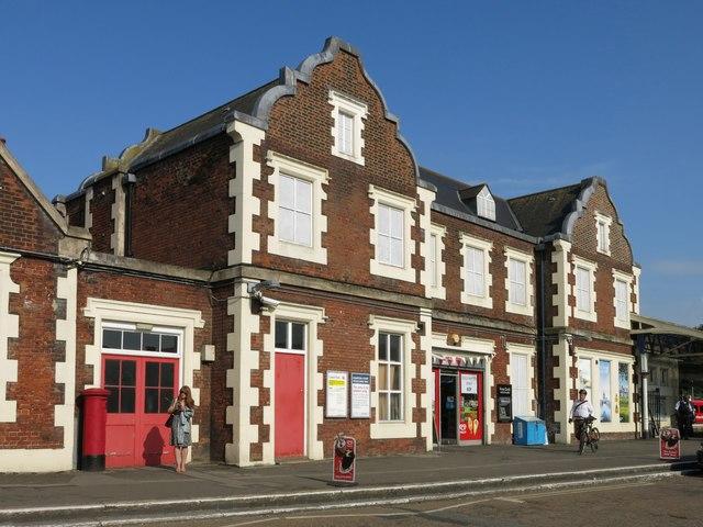 Hampton Court station (2)