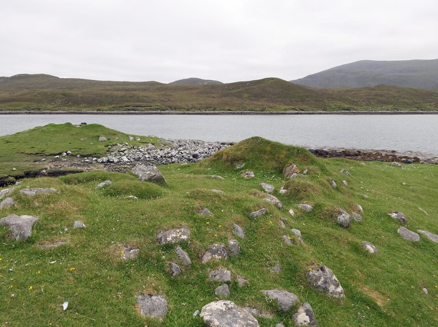 Shieling mound, Rubha Àirigh an t-Sruth, Loch Seaforth/Loch Shiphoirt, Isle of Lewis