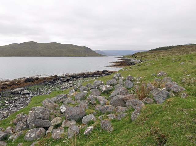 Building remains by Loch Seaforth/Loch Shiphoirt, Isle of Lewis