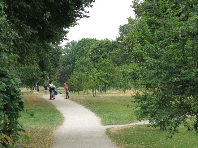 Path between The Avenue and Green Street