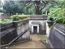 TQ2887 : The Circle of Lebanon, Highgate Cemetery by Marathon
