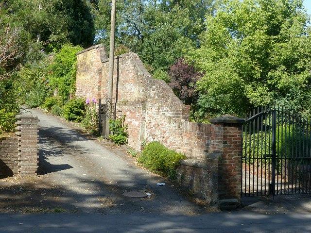 Garden wall at Mansion House, Kilwardby Street