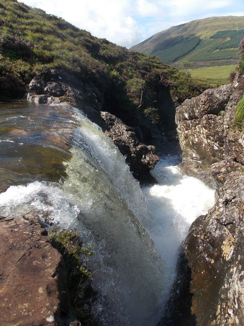 Glenbrittle: dramatic waterfall and turn in the river