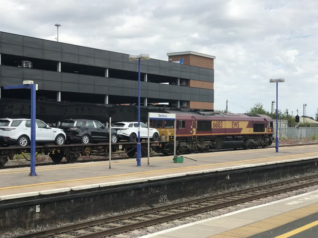 Class 66 no.66183 with a car transporter at Banbury Station