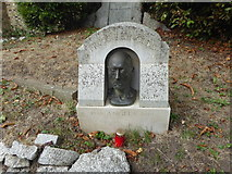 TQ2886 : The grave of Bruce Reynolds in Highgate Cemetery by Marathon