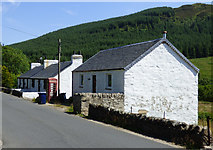 NS1181 : White houses in Clachaig by Thomas Nugent
