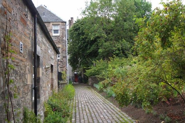 58856776c46c2 In Dunbar's Close Garden, Edinburgh © Jim Barton :: Geograph Britain ...
