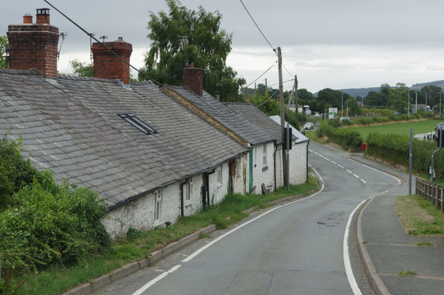 Canal Cottages, Four Crosses