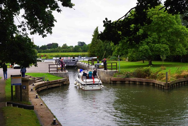 Boat entering St. John's Lock, Lechlade-on-Thames, Glos
