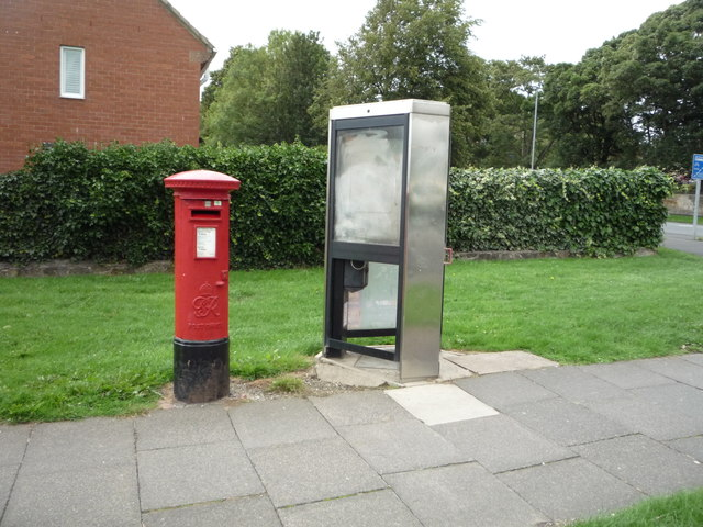 George VI postbox and telephone box on Beacon Lough Road