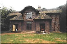 TQ1776 : Queen Charlotte's cottage - Kew Gardens by Anthony Parkes