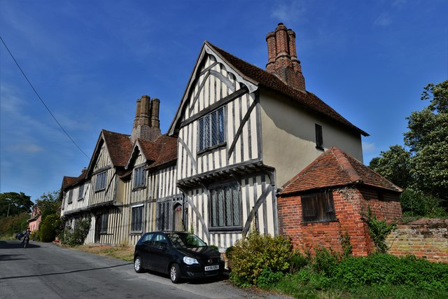 Stoke by Nayland: A terrace of half timbered dwellings next to the church