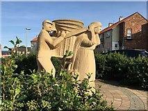 NT6779 : Creel Loaders Sculpture Dunbar by Jennifer Petrie