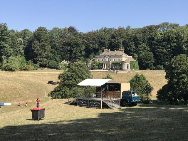 Gatcombe Park: bin, pub, house