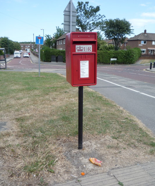 Elizabeth II postbox on Campbell Park Road, Hebburn