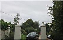 SU6924 : The entrance to Bordean House by David Howard