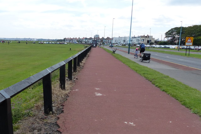 Cyclepath along the A193 Road